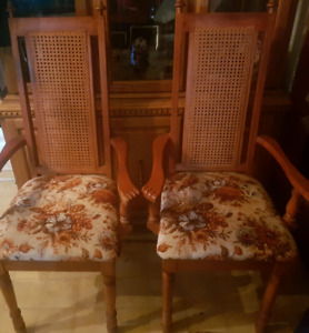 Complete chair set  $100 call or text 204-800-7203