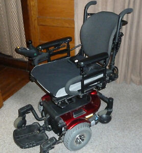Quantum 610 power chair with elevation