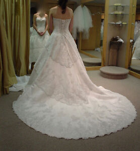 CHANTILLY LACE WEDDING DRESS FOR SALE