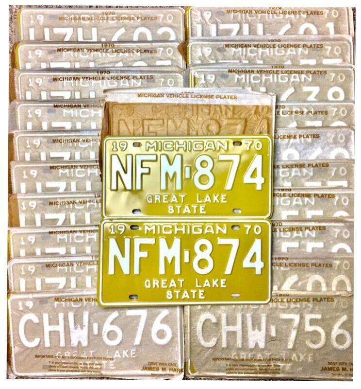 NOS UNISSUED 1970 Michigan Passenger License Plate PAIR - IN ORIGINAL SLEEVE