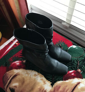 Woman's dressy boots size 8 - nwot