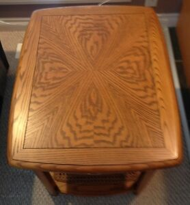 Sklar Peppler Oak End Table -GORGEOUS - Mint Condition-Real Wood Edmonton Edmonton Area image 9