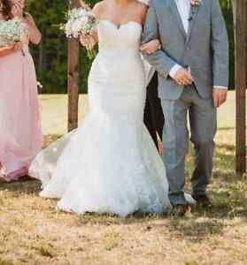 Lace and beaded fit and flare ivory wedding dress Kingston Kingston Area image 2