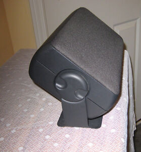 Heavy Mono-speaker with integrated mounting bracket