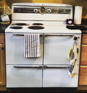 Vintage 1952 General Electric Stove/Oven Perfect condition