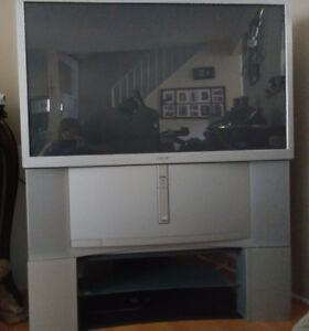 Sony 46 inch rear projection tv in NEW condition.