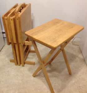 Set of 4 Folding Wooden Side Tables With Stand