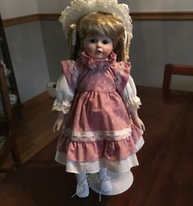 Porcelain Collection of dolls - 12 - all in excellent condition