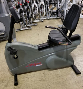 Life Fitness 9500HRR Commercial Dove Tail Recumbent Bike