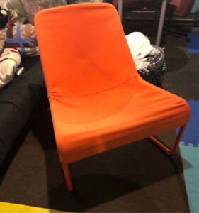 Chaise IKEA orange