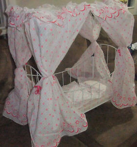 Doll Bed- with Canopy and bedding -Enchanting West Island Greater Montréal image 3