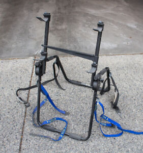 Bicycle carrier - for rear of car