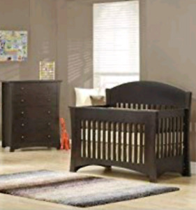 Crib and dressor set! Matress included!