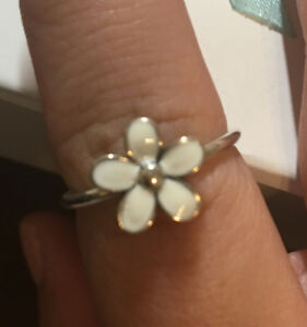 PANDORA Dazzling Daisy Ring in White in Size 7.5