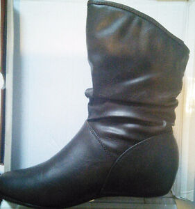 BNIB NYC COUTURE Designer Women's Fashion Slouch Boots Sz 8 West Island Greater Montréal image 1