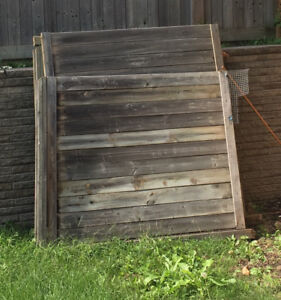 Wooden fence (3 Panels)