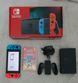 NINTENDO SWITCH BUNDLE ( FREE DELIVERY LOCAL)