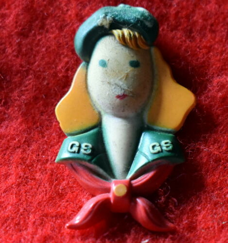 VINTAGE GIRL SCOUT  PLASTIC PIN