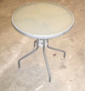 Patio side table, very good condition