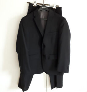 Men's Black Wool Suit & Pants (Small) - Kenneth Cole