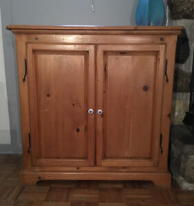 Armoire buffet en pin style antique