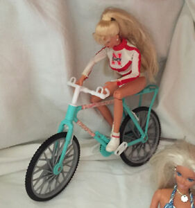 BARBIE dolls from the 90s - 15 dolls and accessories West Island Greater Montréal image 2