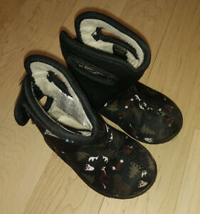 BOGS booties, toddler size 6