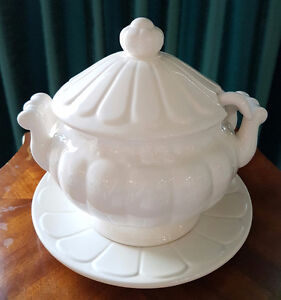 DECORATIVE WHITE SOUP TUREEN
