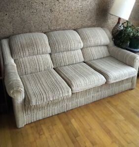 Free 3 seater Sofa / Sofa 3 places à donner