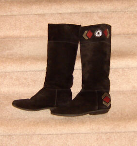 Black Pull on Boots - size 8.5