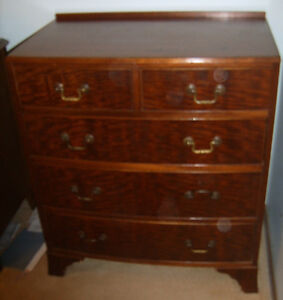 Antique chest of drawers, curved/bow-front