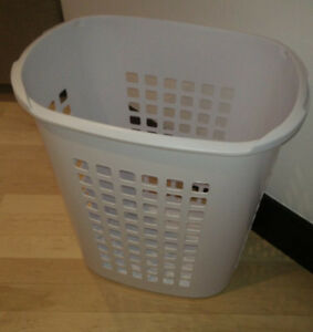 Sterilite large capacity (81l) laundry bin - as is (no lid)