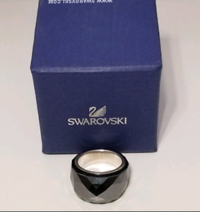 New Swarovski Blavk crystal Ring