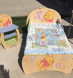 WHINNEY THE POOH TODDLER BED SET