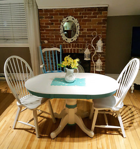CHARMING REFINISHED  3 PIECE DINETTE