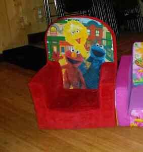 Chaise en mousse Elmo