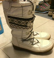 White with pattern winter boots