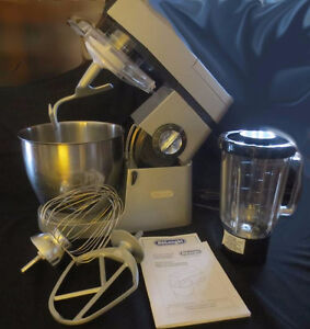 DeLonghi Mixer with Juicer attachment