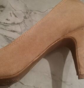 GUESS HEELS - BEIGE SUEDE w/ ADORABLE RUFFLED TOE, Almost New Cambridge Kitchener Area image 4