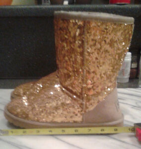 Size 5 Gold Sequin UGG boots (fits girls wearing size 3 shoes) Windsor Region Ontario image 3
