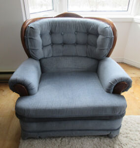 ***Matching Couch, Loveseat and Arm Chair*** - REDUCED