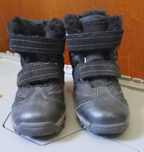 Toddler black winter boots, size 8