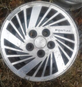 Pontiac Alloy wheels