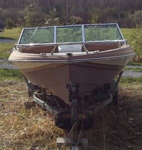 17.5 ft fiberglass Bowrider Boat with 120 hp Mercuiser Alpha 1