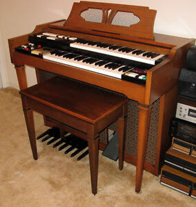 Top of the Line Lowrey Deluxe Organ(recording + percussion)