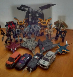 18 Transformers The Movie Action Figures /19 Figurines d'actions