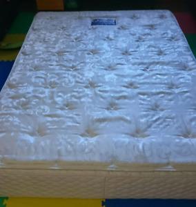 Queen Serta perfect sleeper mattress