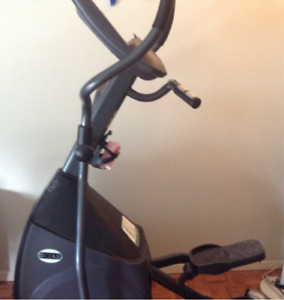 Almost Brand New CE 4.3 Horizon Elliptical for SALE!