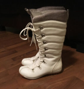 Woman's Helly Hansen Boots