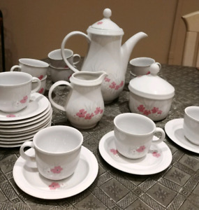 Set of 12 Kahla espresso cups with coffee pot